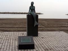 鵜の浜の人魚像