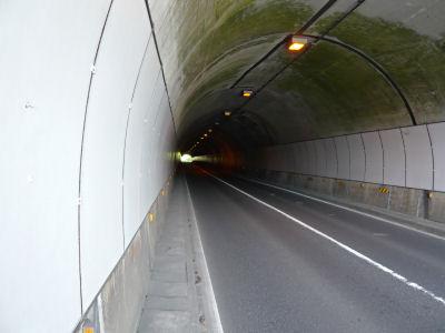 麒麟山トンネル内