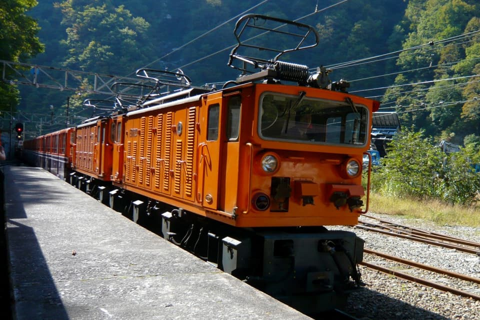 黒部渓谷鉄道のトロッコ電車
