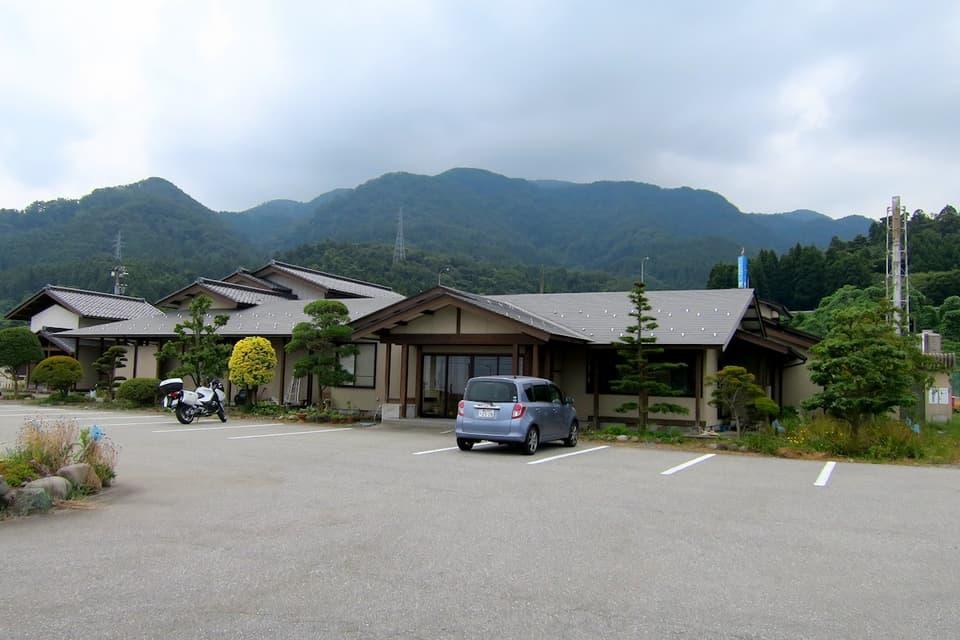 境鉱泉 建物