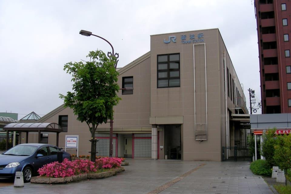 砺波駅東口