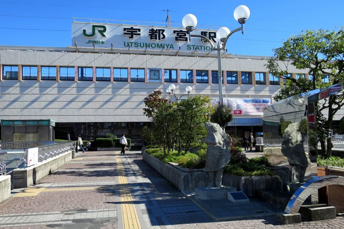 宇都宮駅西口 餃子像